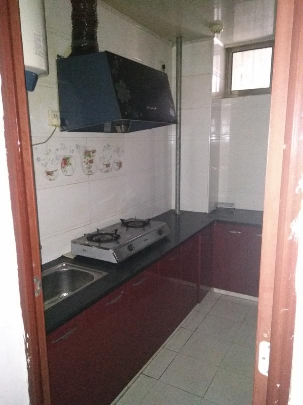金微华庭两室两厅一卫90平米精装修