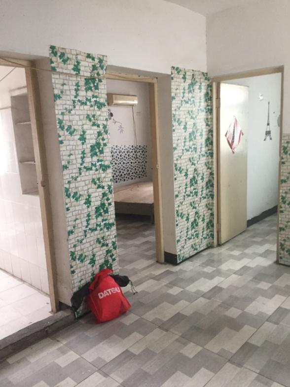 前锋一村两居室出租地段好_2