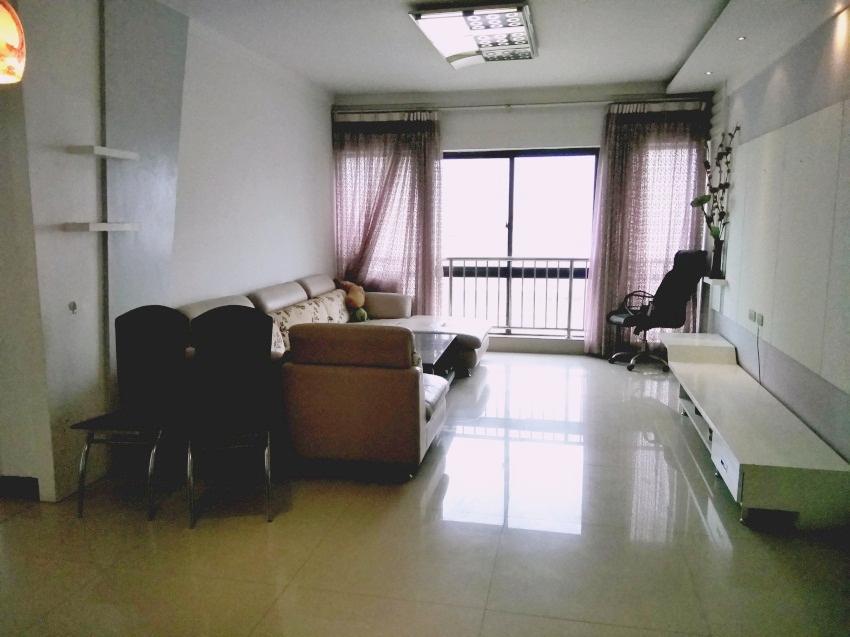 市中心,百大财富中心142平米3房2厅精装修诚心出售