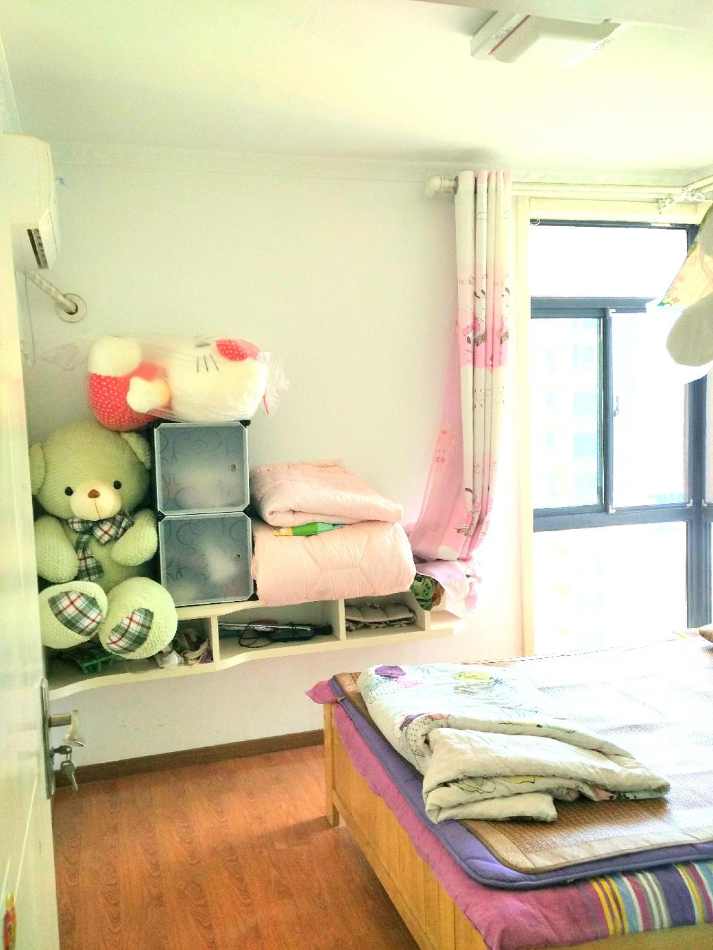 D壹街区3室2厅普通装修急售