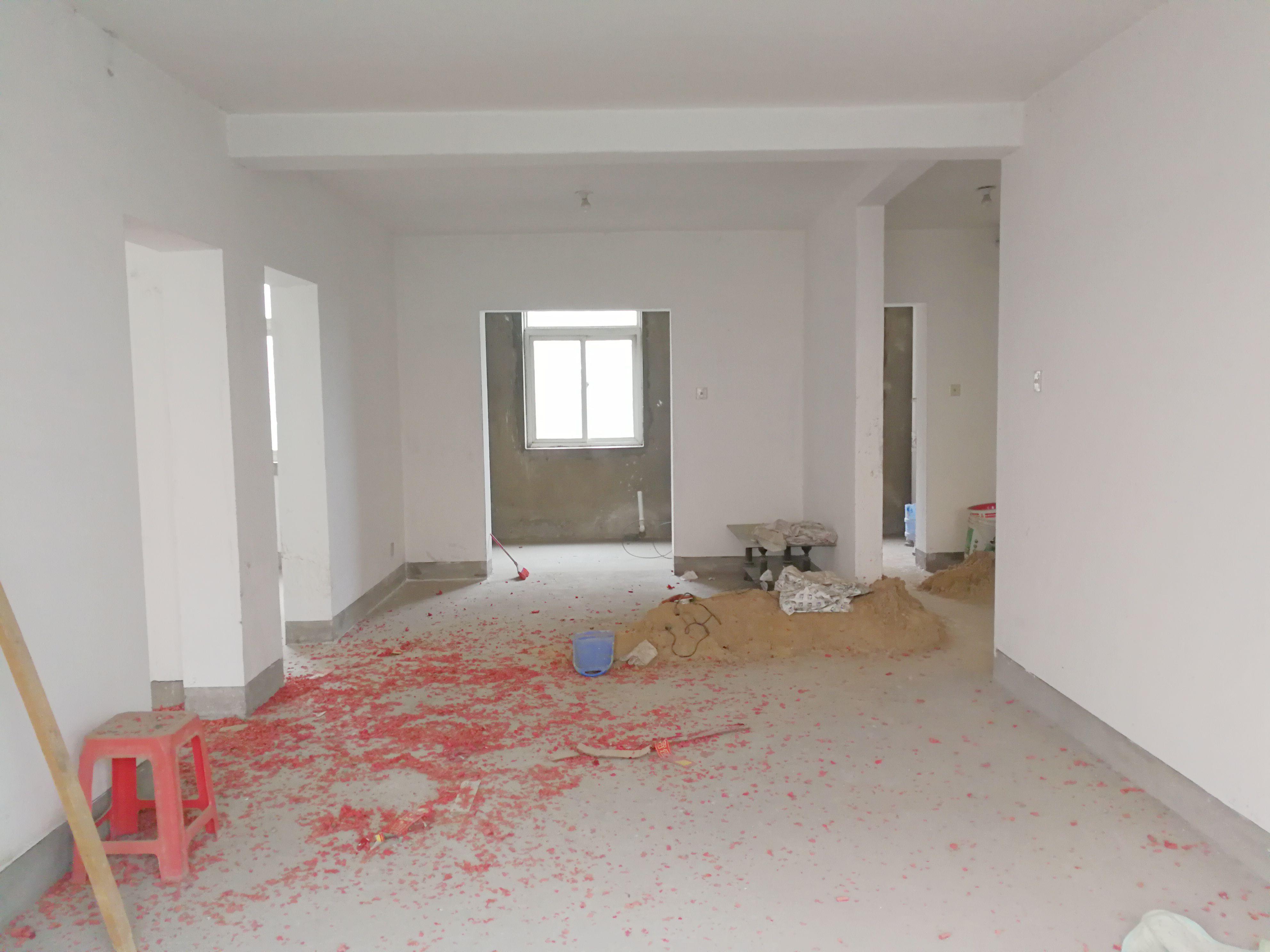 我现在有一套100平的毛坯房,简单装修和家具家电全算下来估计多少钱