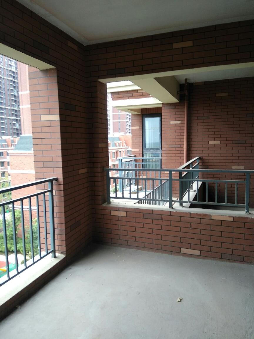英伦联邦4室2厅1厨2卫1阳台125.42平米_8
