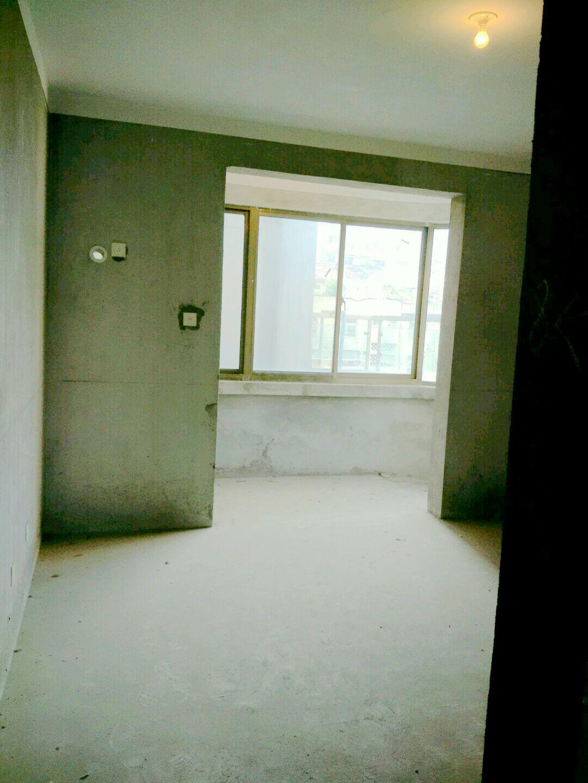 云景华城 三室2厅 面积119平 毛坯 急卖