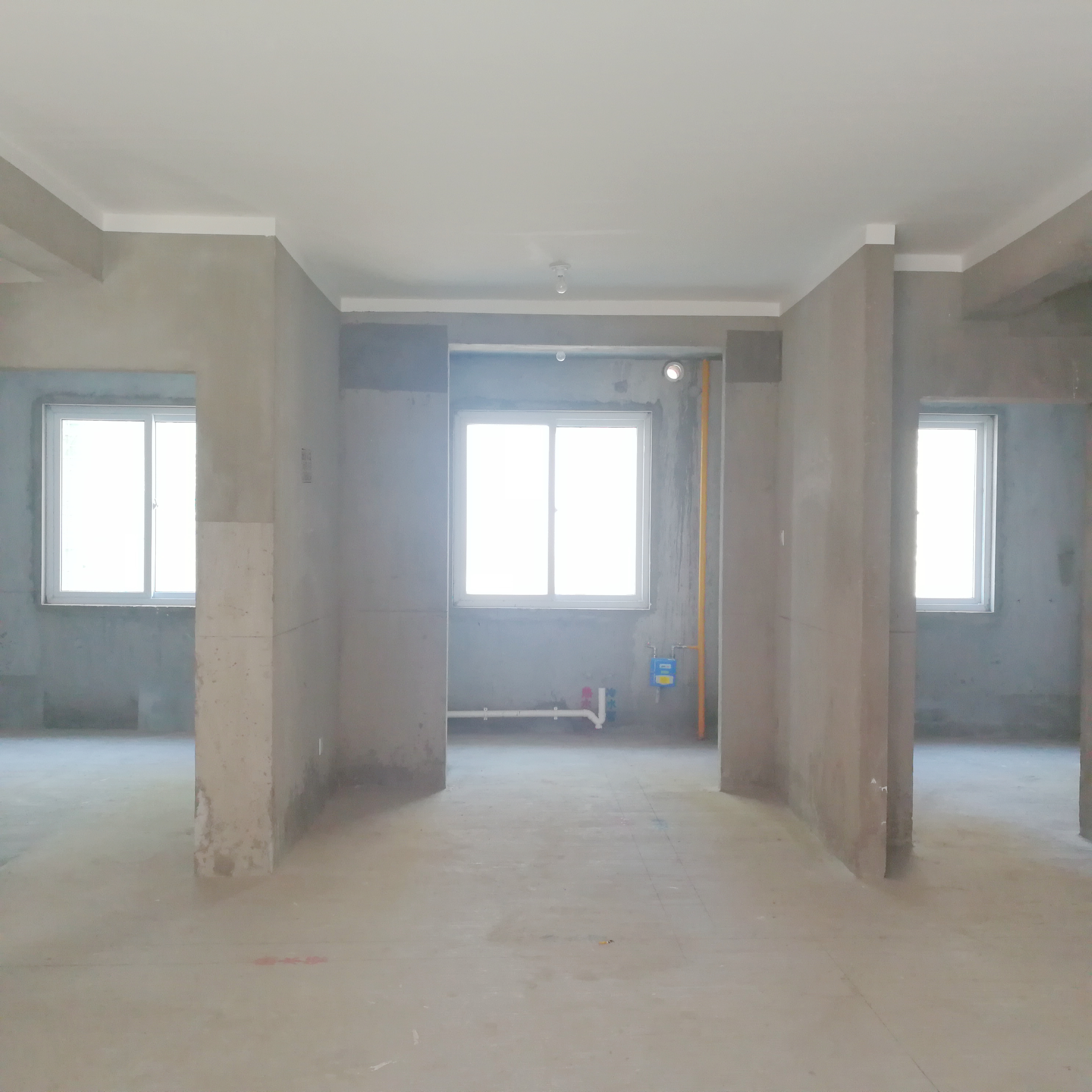 英伦联邦100平米3室毛坯房出售_3