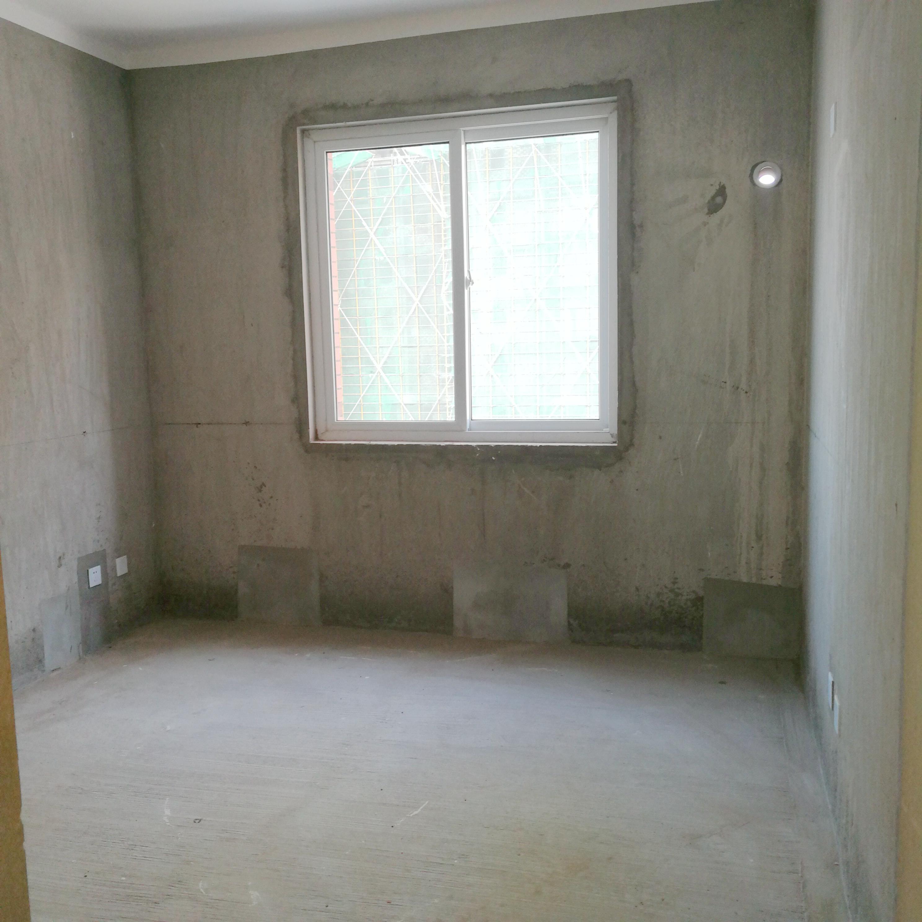 英伦联邦100平米3室毛坯房出售_7