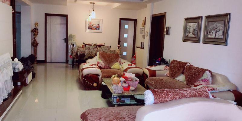 阳光国际城西区精装三室两厅好房急售