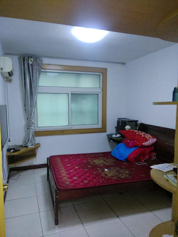 洞泉小区两室一厅简装房出租