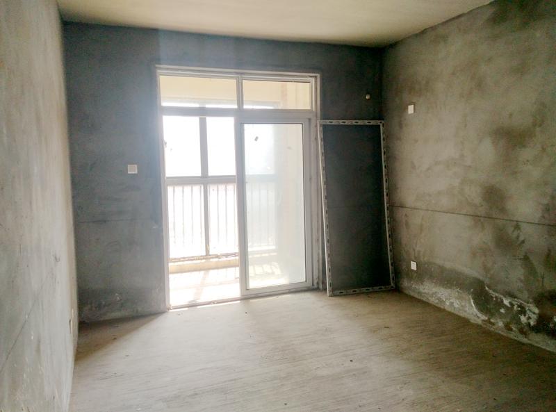 金地国际城A区135平米3室毛坯出售