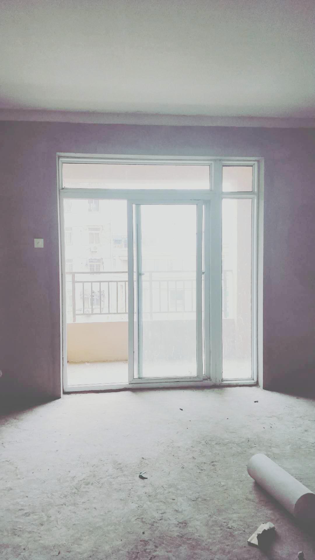 龙湖中心毛坯三房出售_4