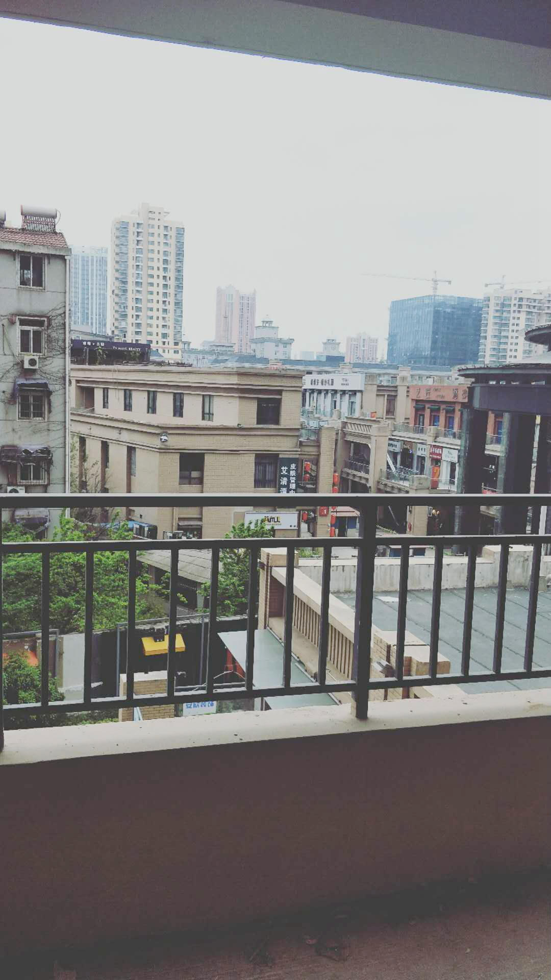 龙湖中心毛坯三房出售_10