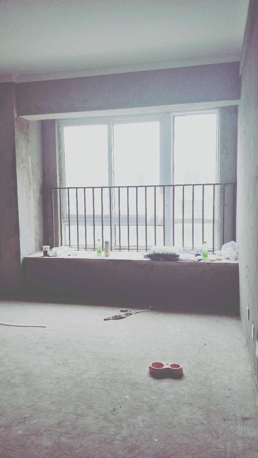 龙湖中心毛坯三房出售_3