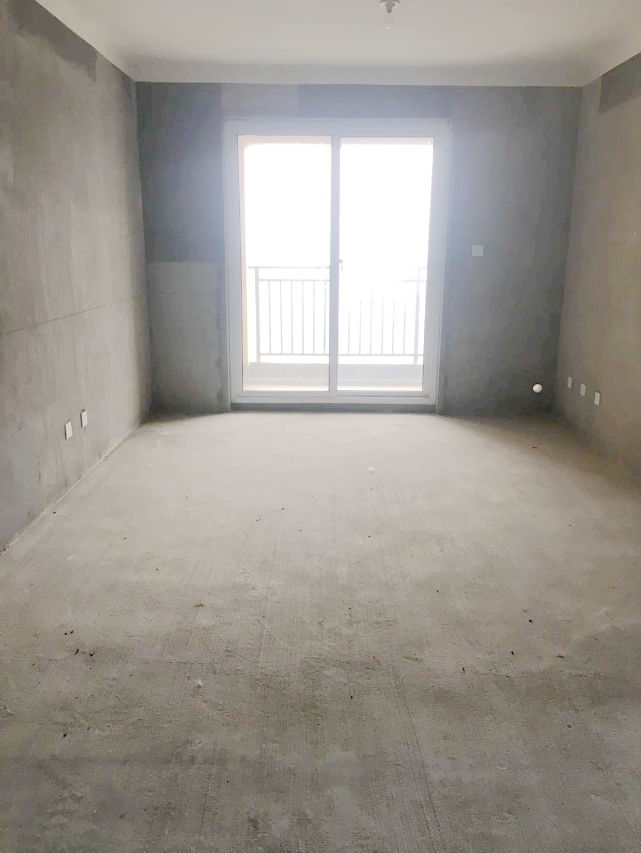 金地国际城二期三室二厅104.26平方全新毛坯房