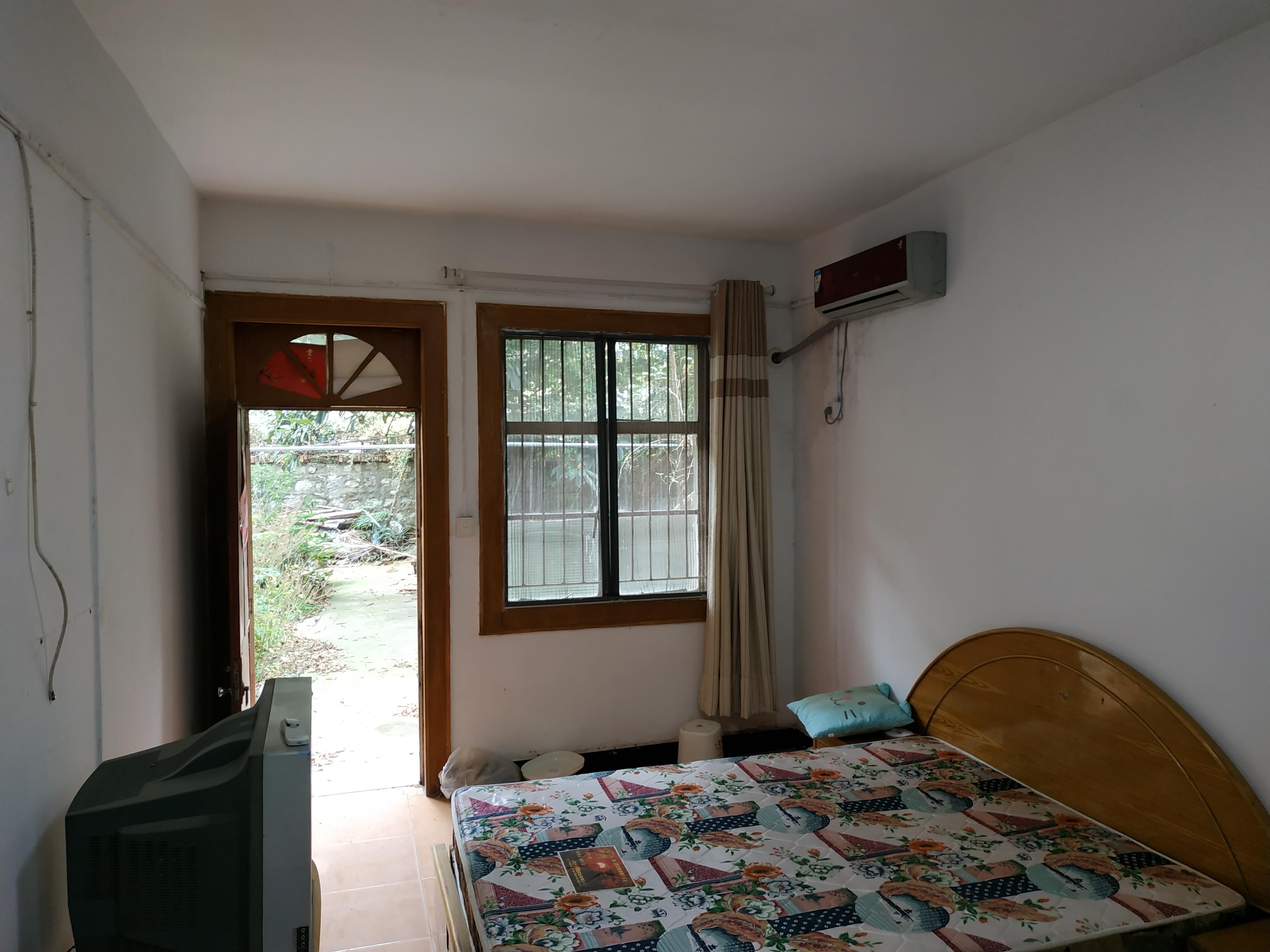 703台家属楼一楼带院子学区房出售_4