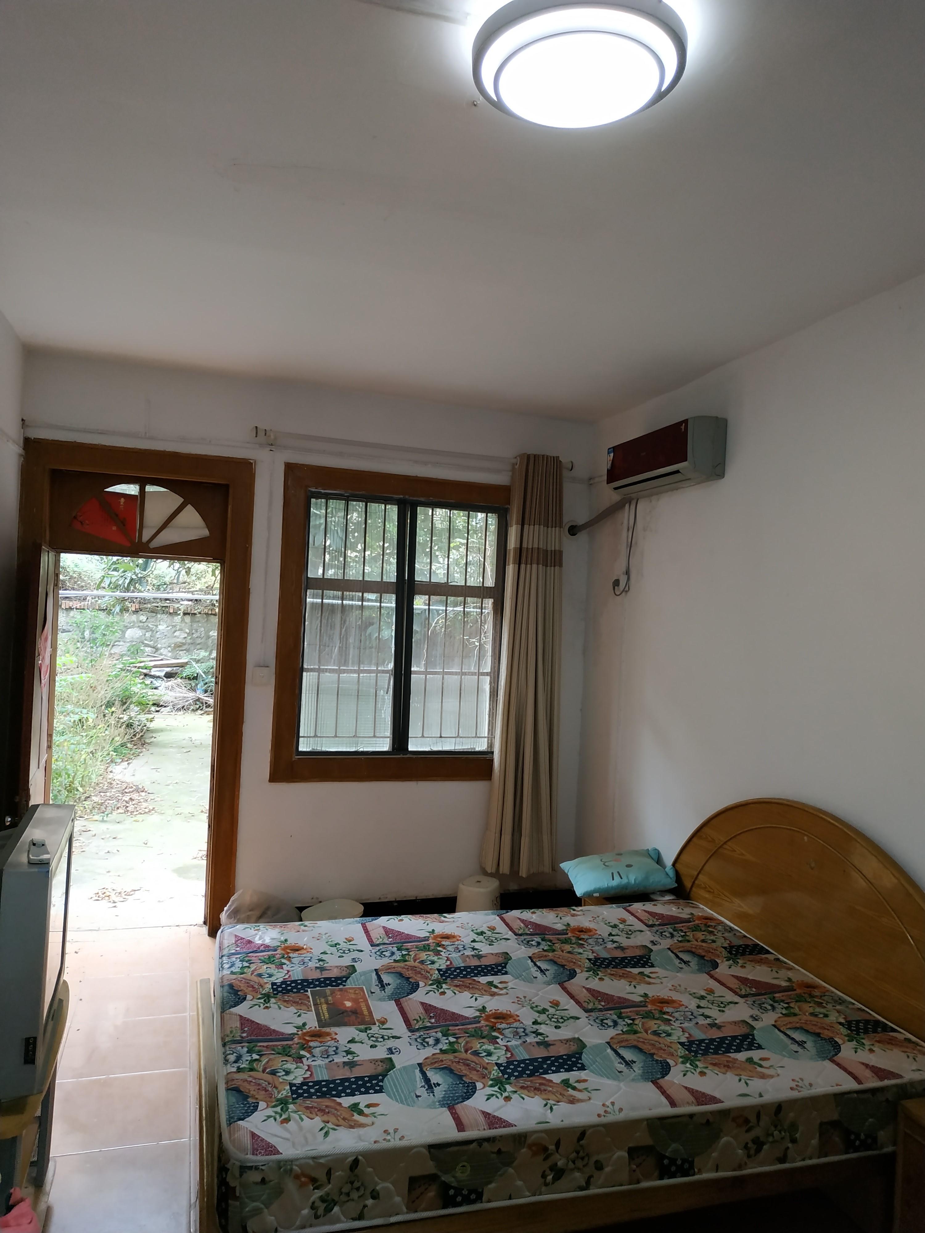 703台家属楼一楼带院子学区房出售_5