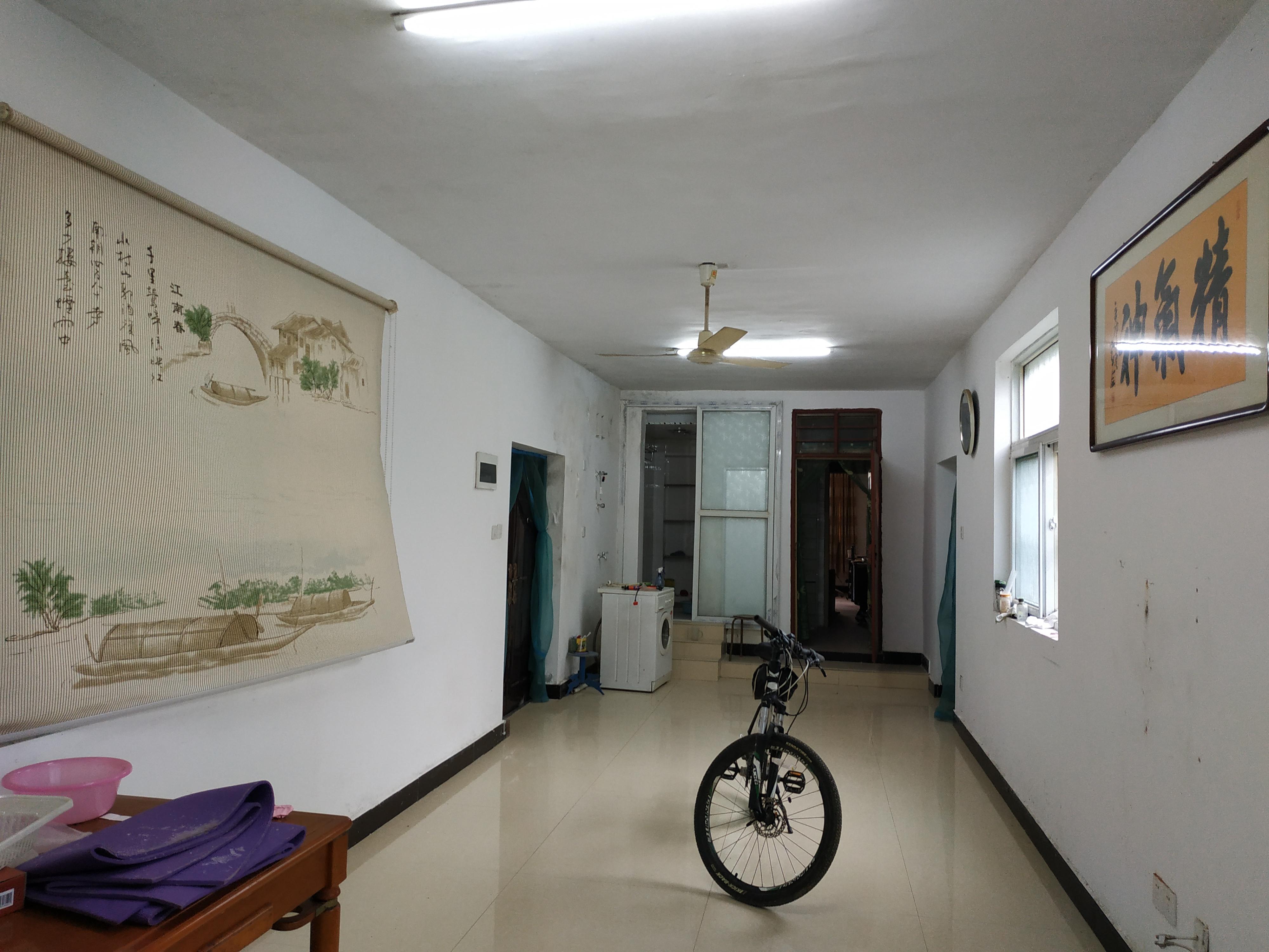 黎明西村一楼带院子学区房出售_1
