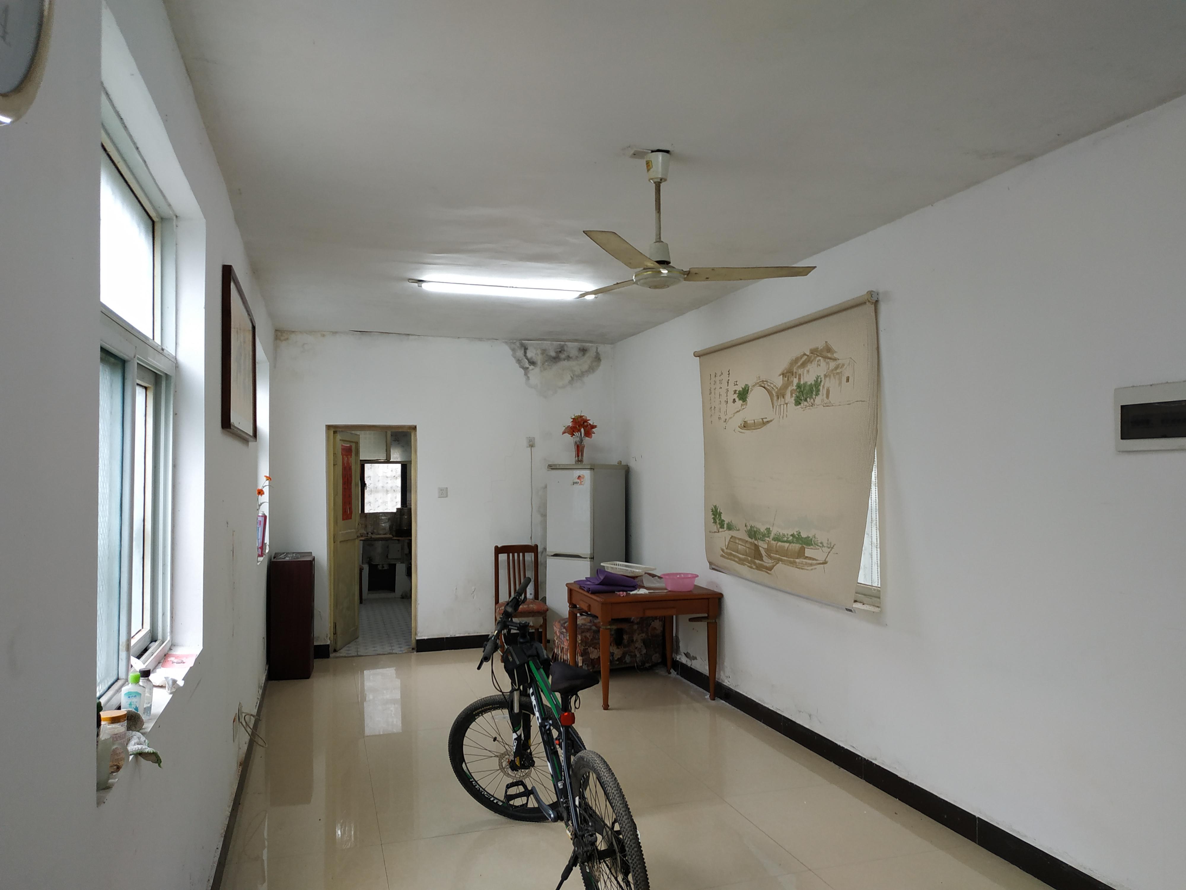 黎明西村一楼带院子学区房出售_2