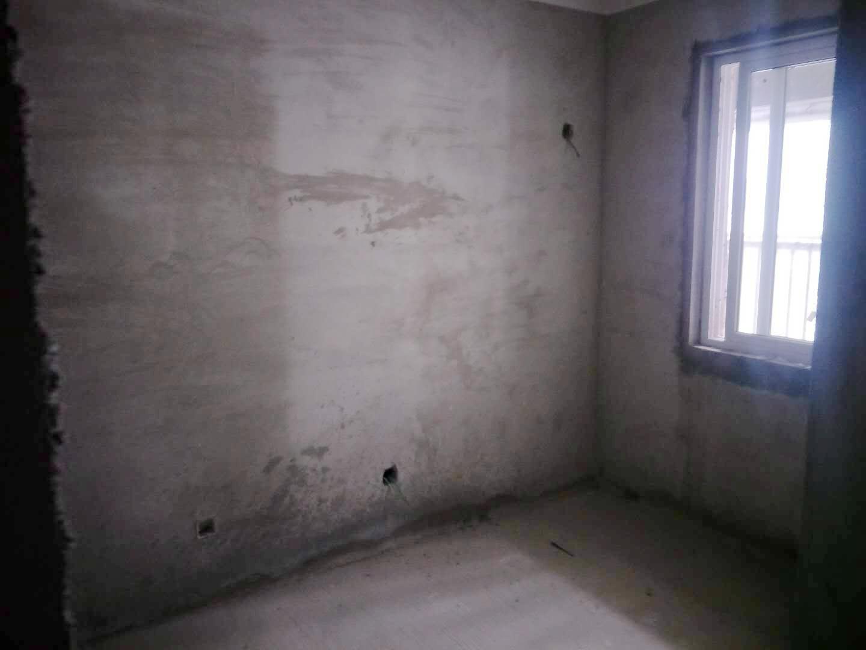 万茂城三室两厅毛坯房出售