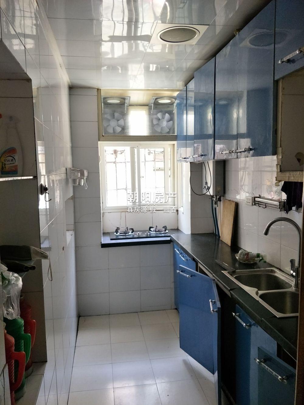 柏园南村3室2厅普装稀缺一楼带院子出售