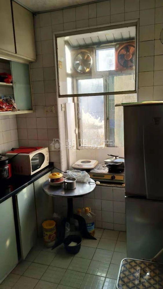 前锋花园两室两厅一厨一卫精装出售 满5年