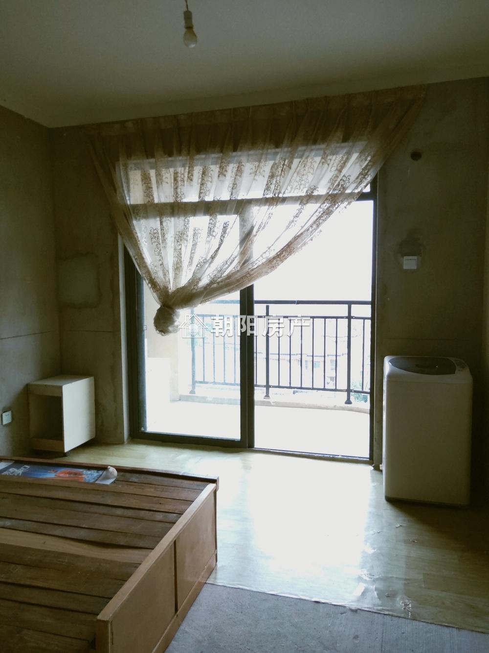 西湖春天3室2廳毛坯房出售
