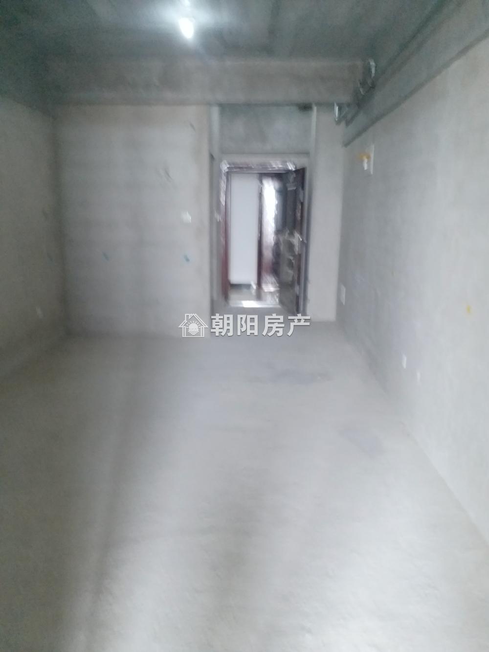 万达广场新毛坯公寓,楼层好,价格便宜