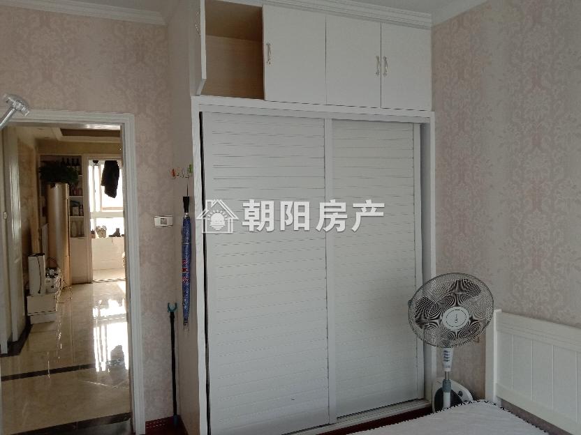 湖滨家园精装三室出售