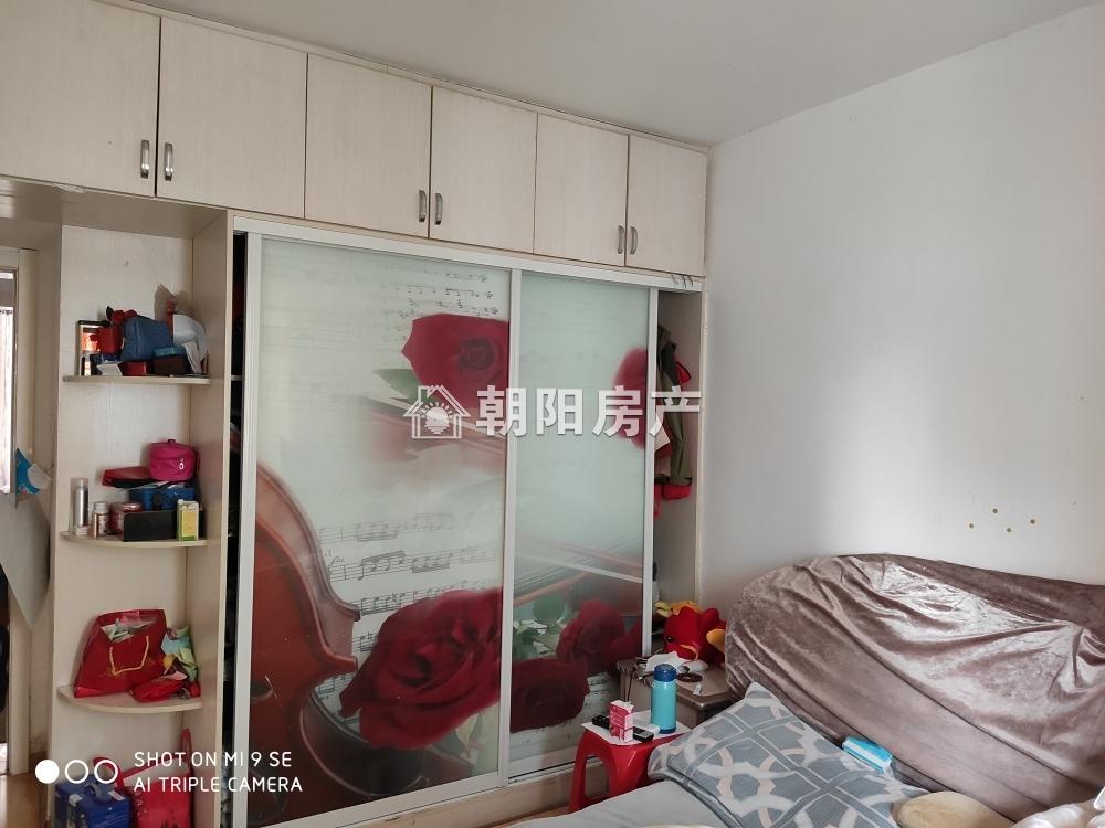 供暖小区金湾香都 小高层电梯房 精装三室 出售