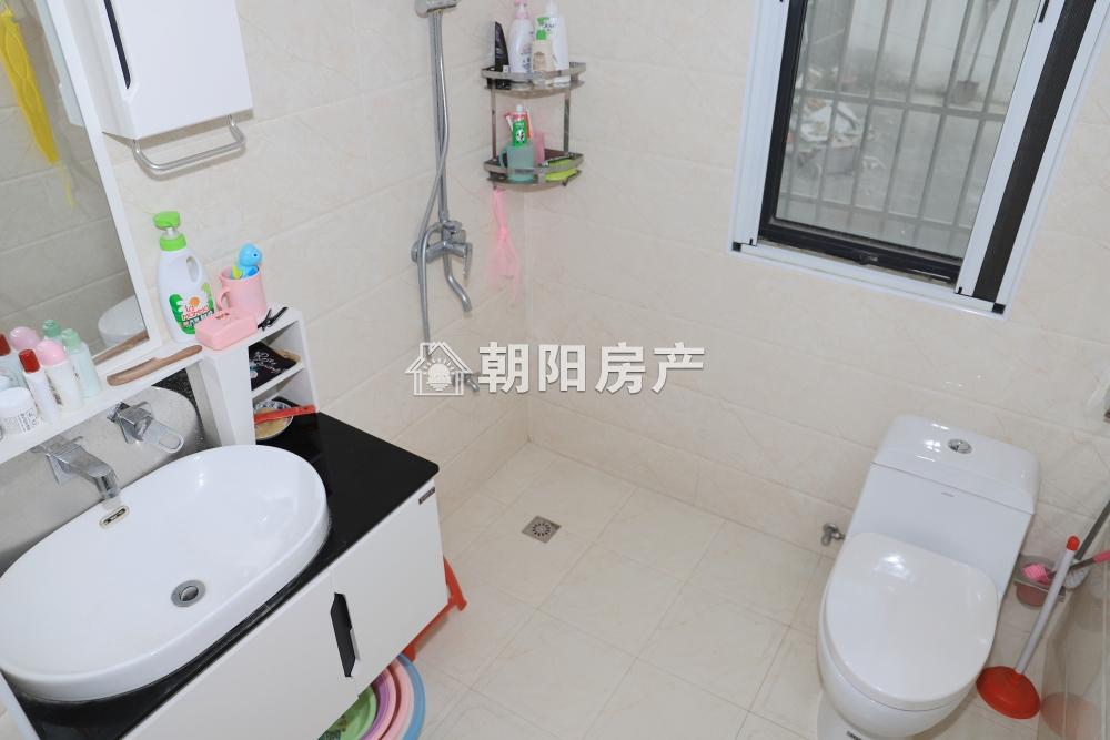 山水龙城松石居两室两厅 87.18平方精装修婚房保持很好两个平台使用面积很大