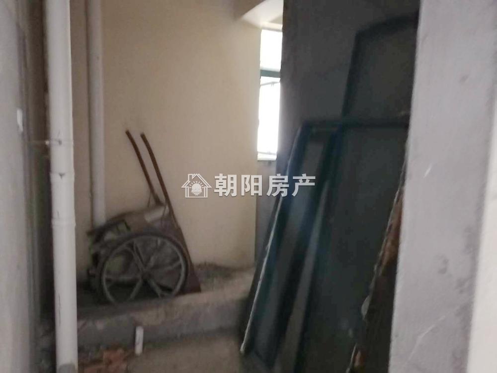 中化国际城B1栋毛坯房2室1厅26中学区房出售