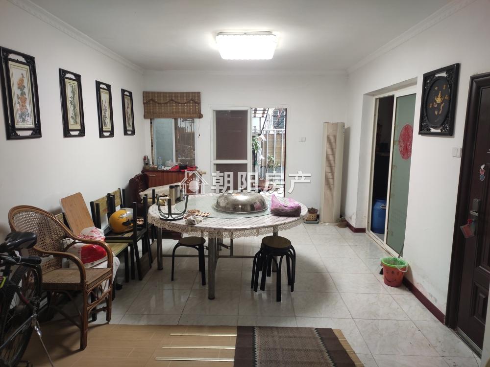 前锋电力村3室2厅精装出售 1楼带院子 开的有门